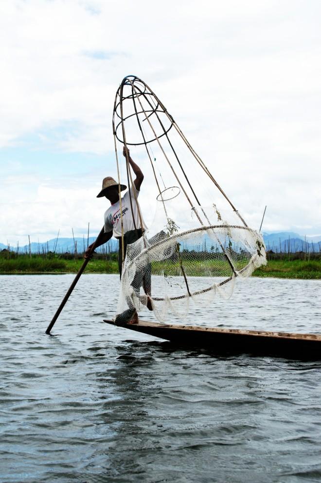 Pescador en el Lago Inle / Fisherman in Lake Inle